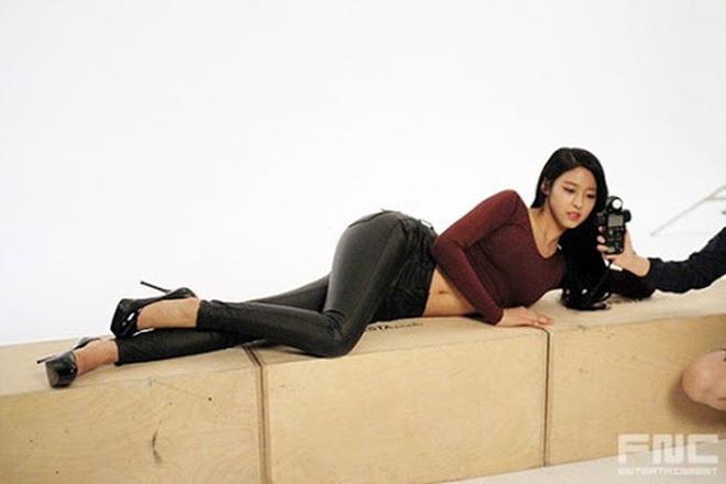 Vẫn biết những sao nữ này chân dài cân mọi outfit nhưng xem ảnh hậu trường vẫn phải sốc, hack não nhất là thánh body Lee Da Hee - ảnh 18