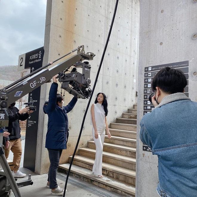 Vẫn biết những sao nữ này chân dài cân mọi outfit nhưng xem ảnh hậu trường vẫn phải sốc, hack não nhất là thánh body Lee Da Hee - ảnh 15