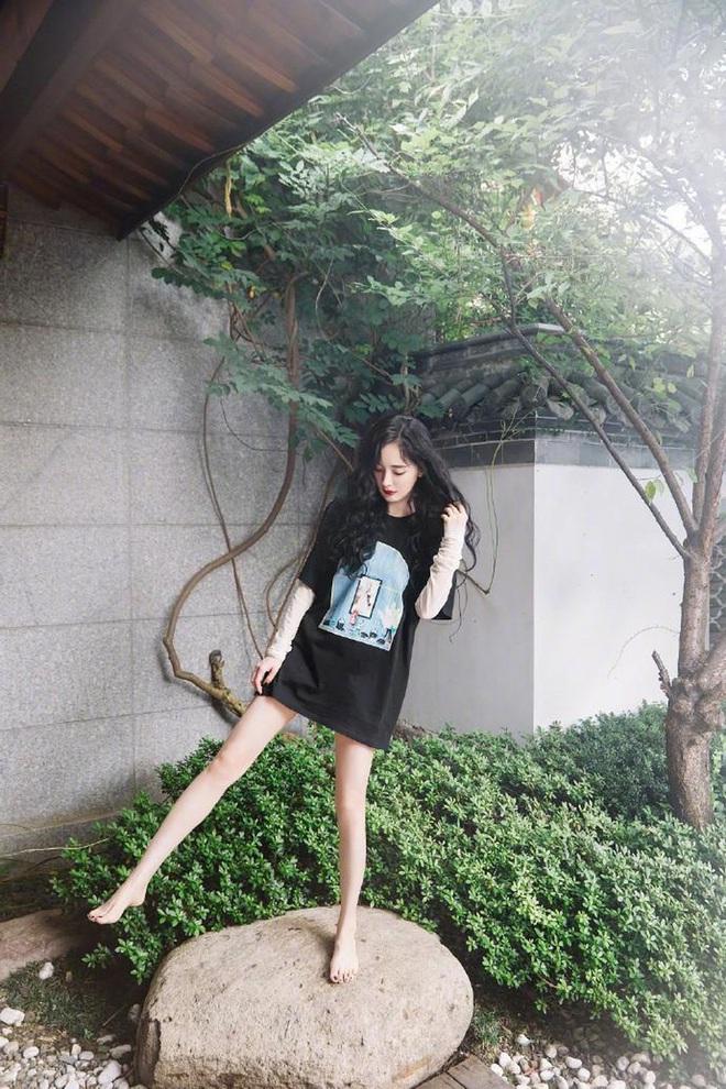 Vẫn biết những sao nữ này chân dài cân mọi outfit nhưng xem ảnh hậu trường vẫn phải sốc, hack não nhất là thánh body Lee Da Hee - ảnh 10
