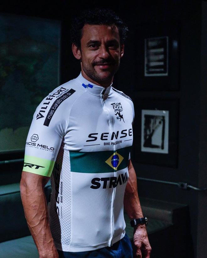 Thảm họa World Cup nuôi hi vọng làm lại cuộc đời bằng màn đạp xe 600 km đến ra mắt CLB - ảnh 3