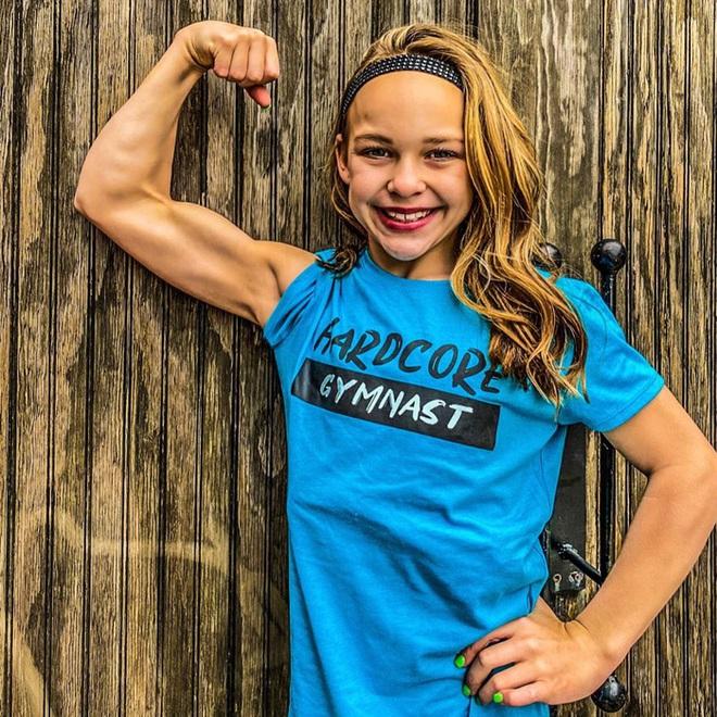 Nữ VĐV nhí mới 10 tuổi đã có 6 múi căng đét cùng cơ bắp cuồn cuộn, gây choáng khi hé lộ số thời gian tập luyện mỗi tuần - ảnh 7