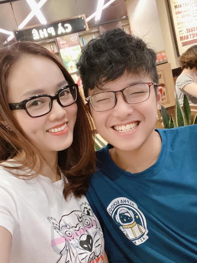 Bạn gái kém 15 tuổi selfie vui vẻ bên con riêng của Công Lý, vợ cũ MC Thảo Vân liền có bình luận hé lộ mối quan hệ - ảnh 2