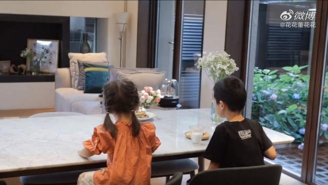 Vợ chủ tịch Taobao lần đầu tiên đưa cả 2 con vào vlog riêng và liên tục khoe nhẫn ở ngón áp út ẩn ý tình trạng của vợ chồng - ảnh 5