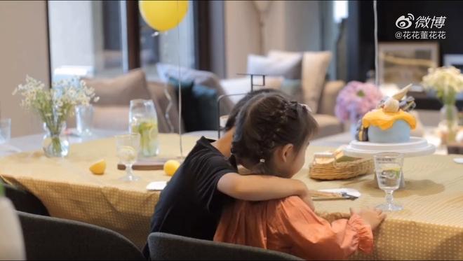 Vợ chủ tịch Taobao lần đầu tiên đưa cả 2 con vào vlog riêng và liên tục khoe nhẫn ở ngón áp út ẩn ý tình trạng của vợ chồng - ảnh 6