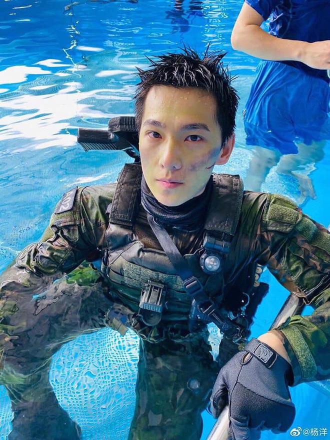 Netizen xuýt xoa trước 6 anh quân nhân điển trai Hoa Ngữ ở loạt phim sắp lên sóng: Hoàng Cảnh Du phù hợp nhất nhưng lại bị vướng phốt? - ảnh 6