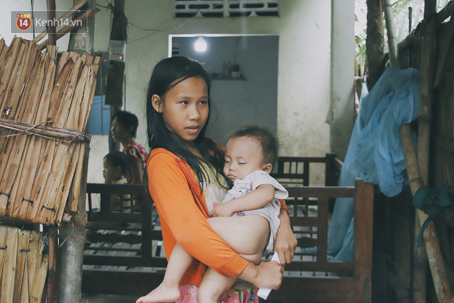 """5 đứa trẻ đói ăn bên người mẹ khờ mang bụng bầu 7 tháng: """"Con không muốn mẹ sinh em nữa, nhà con nghèo lắm rồi"""" - Ảnh 11."""
