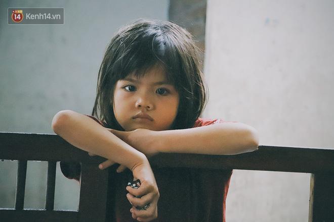 """5 đứa trẻ đói ăn bên người mẹ khờ mang bụng bầu 7 tháng: """"Con không muốn mẹ sinh em nữa, nhà con nghèo lắm rồi"""" - Ảnh 4."""