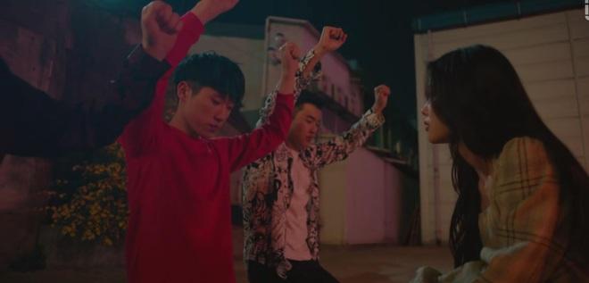 Kim Yoo Jung mơ đi quẩy nóng bỏng với sếp Ji Chang Wook, chốt lại với nụ hôn rực lửa ở tập 3 Backstreet Rookie - ảnh 10