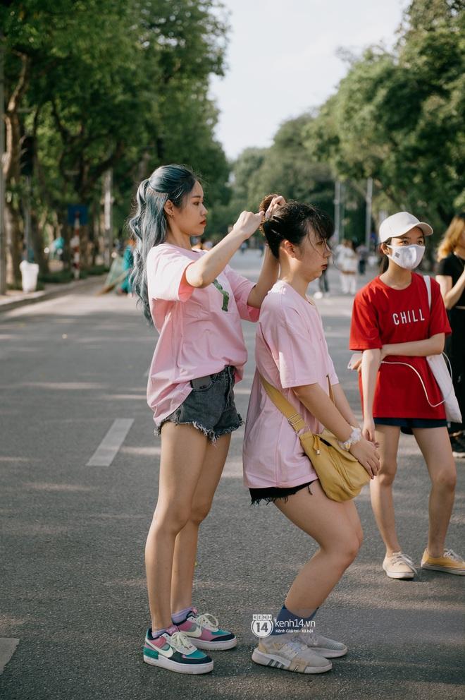 Cuối tuần từ gốc mít ra phố đi bộ hồ Gươm: Trai xinh gái đẹp dập dìu, cover dance căng cực và chơi gì cũng thấy vui! - ảnh 4