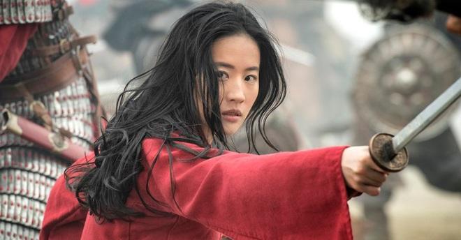 Chưa bom tấn Disney nào lận đận như Mulan: Nữ tướng chính thức hoãn chiếu lần 2 vì đại dịch - ảnh 3