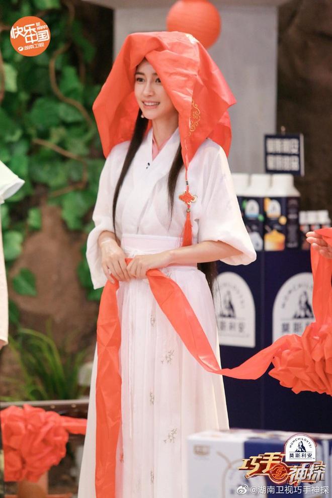 Bất ngờ cosplay Tiểu Long Nữ, Angela Baby bị so sánh với Lưu Diệc Phi nhưng động thái của Vu Chính mới đáng bàn - ảnh 5