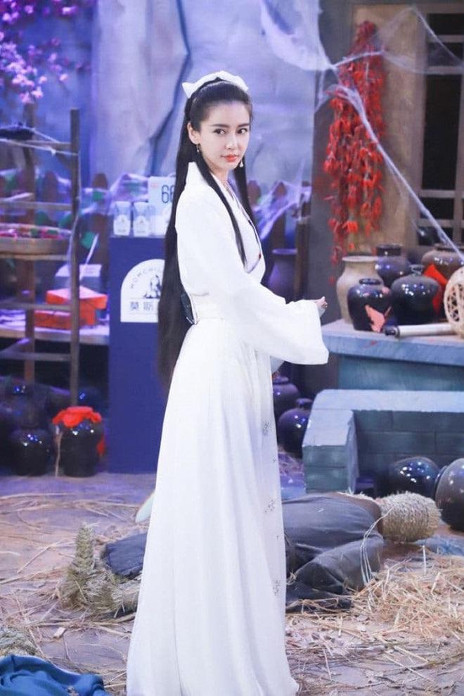 Bất ngờ cosplay Tiểu Long Nữ, Angela Baby bị so sánh với Lưu Diệc Phi nhưng động thái của Vu Chính mới đáng bàn - ảnh 3