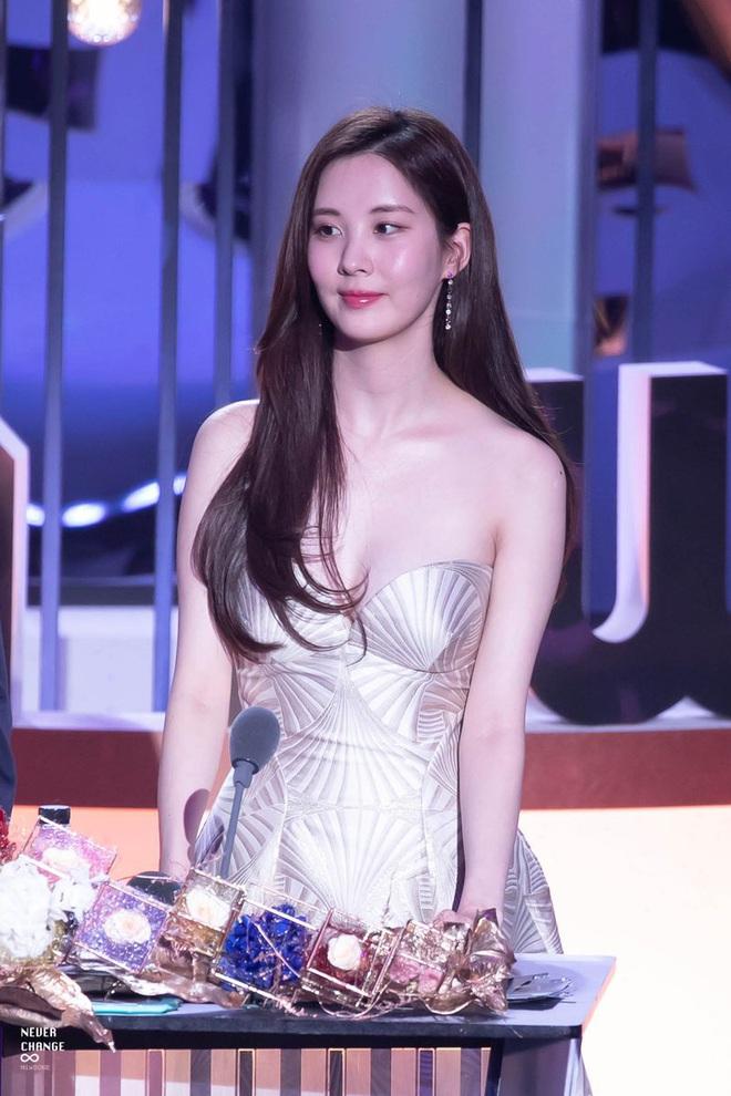 Seohyun (SNSD) khoe dáng cực nuột ở hậu trường phim, ảnh paparazzi chất lượng kém mà vẫn đẹp xuất thần thế này đây! - ảnh 5