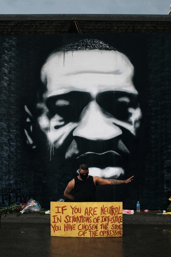 Toàn cảnh nước Mỹ bước vào đêm thứ 8 không ngủ: Làn sóng biểu tình tiếp tục đòi công bằng cho George Floyd và kêu gọi người da đen đáng được sống - ảnh 5
