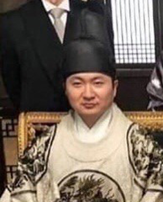 Quân Vương Bất Diệt lộ ảnh sốc đến cạn lời: Nghịch tặc Lee Lim lên làm vua, Lee Min Ho xuống kiếp làm dân đen? - ảnh 4