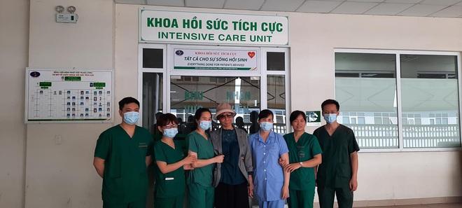 Bác gái bệnh nhân 17 xuất viện về TP.HCM sau gần 3 tháng điều trị Covid-19 - ảnh 4