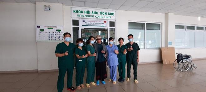 Bác gái bệnh nhân 17 xuất viện về TP.HCM sau gần 3 tháng điều trị Covid-19 - ảnh 2