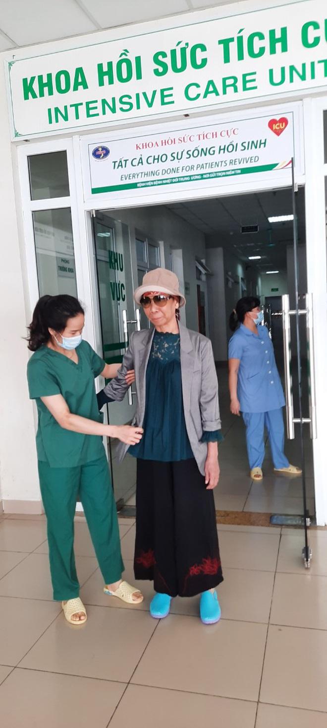 Bác gái bệnh nhân 17 xuất viện về TP.HCM sau gần 3 tháng điều trị Covid-19 - ảnh 6