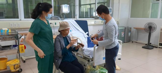 Bác gái bệnh nhân 17 xuất viện về TP.HCM sau gần 3 tháng điều trị Covid-19 - ảnh 3