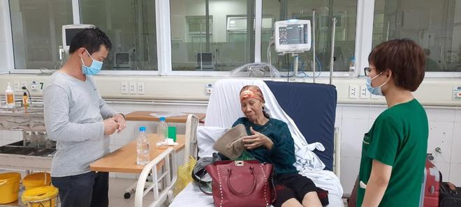 Bác gái bệnh nhân 17 xuất viện về TP.HCM sau gần 3 tháng điều trị Covid-19 - ảnh 1