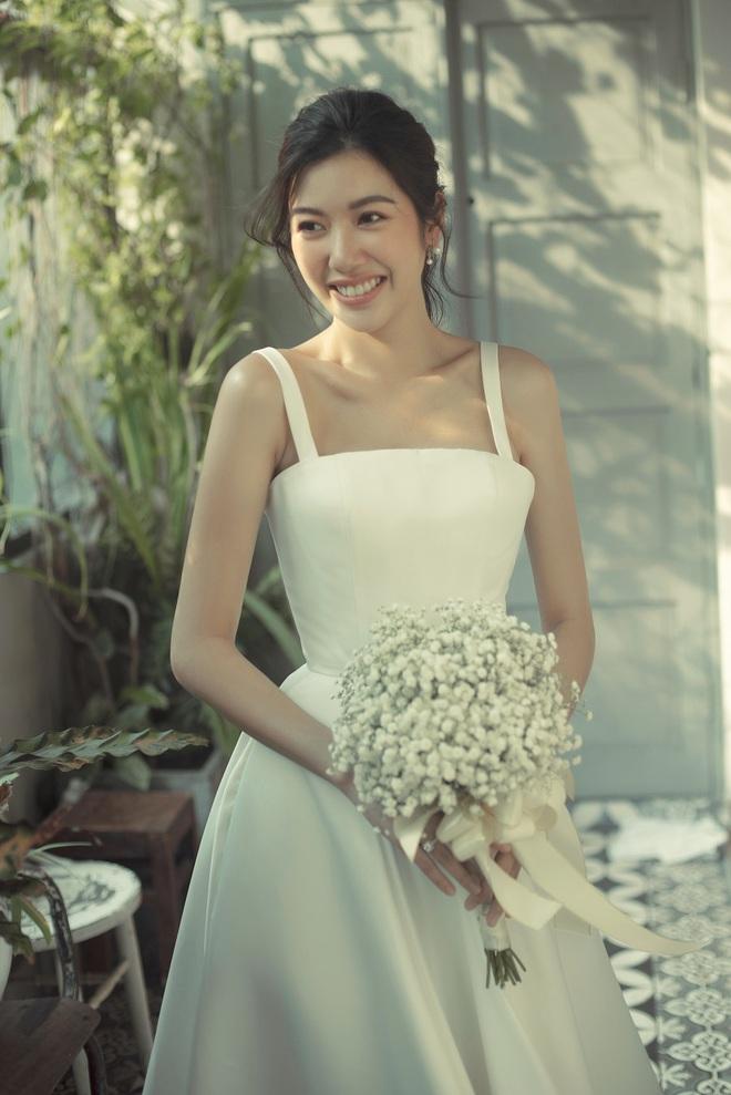 Thuý Vân đẹp nền nã, diện váy cưới đầy sang trọng: Nhìn nụ cười là biết đang hạnh phúc thế nào! - ảnh 3