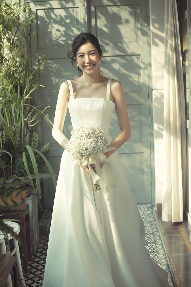 Thuý Vân đẹp nền nã, diện váy cưới đầy sang trọng: Nhìn nụ cười là biết đang hạnh phúc thế nào! - ảnh 4