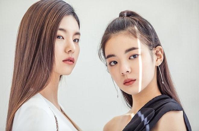 Rửa mắt khoảnh khắc các cặp idol cùng nhóm: Thần thái đối lập nhưng sinh ra để sóng đôi, MXH nổ luôn khi chung khung hình - ảnh 21