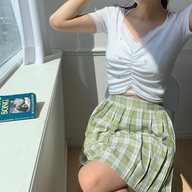 5 kiểu mix đồ giúp bạn có phong cách thập niên 90 sành điệu giống Jennie, Lisa, diện theo thì style chỉ có sang xịn trở lên - ảnh 13