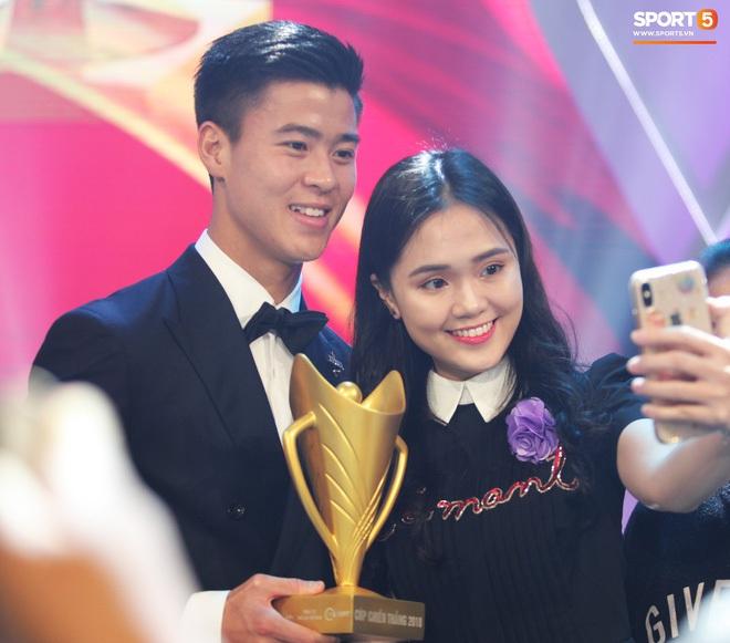 Học vấn dàn bạn gái cầu thủ Việt: Ai cũng biết vợ sắp cưới của Công Phượng siêu đỉnh nhưng 3 nàng nữa cũng chẳng kém! - ảnh 5