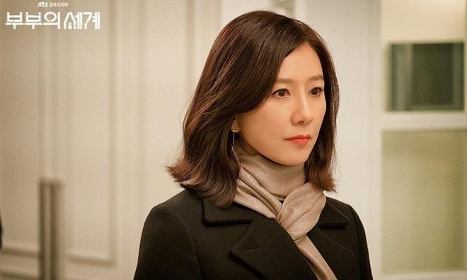Thét ra lửa suốt cả tháng trời cùng Thế Giới Hôn Nhân, bà cả Kim Hee Ae trở thành diễn viên được săn đón nhất tháng 5 - ảnh 1