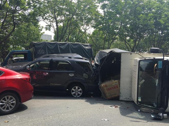 TP.HCM: 4 ô tô tông nhau trên đại lộ, 2 cháu nhỏ thoát chết nhờ đổi chỗ - Ảnh 3.