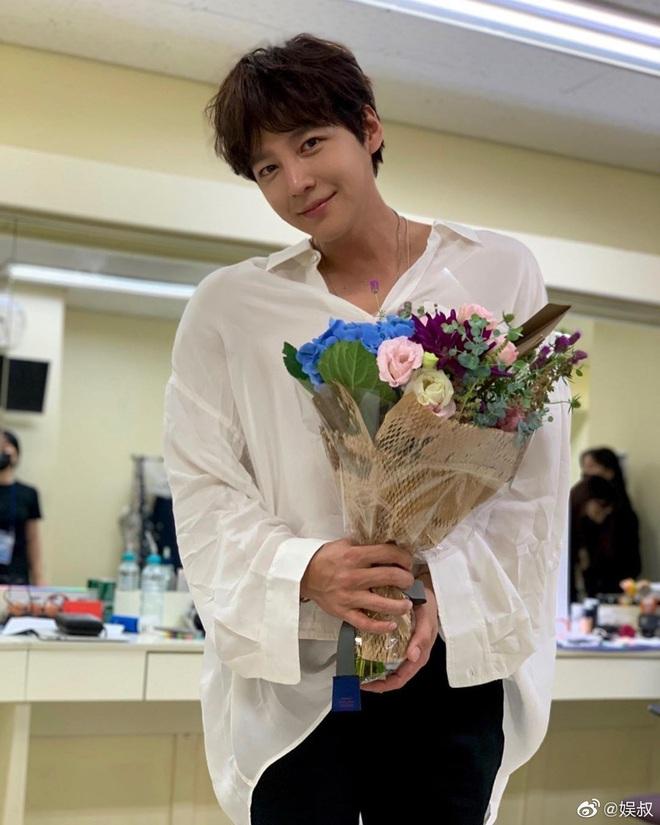 Màn giảm cân gây choáng của Jang Geun Suk khiến Cnet nức nở: Hoàng tử châu Á comeback quá xuất sắc! - ảnh 3