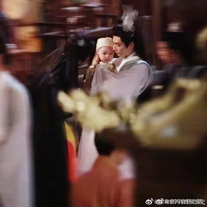 La Vân Hi và Trần Phi Vũ siêu tình tứ tại loạt ảnh ba ngọn nến lung linh ở hậu trường phim đam mỹ - ảnh 5