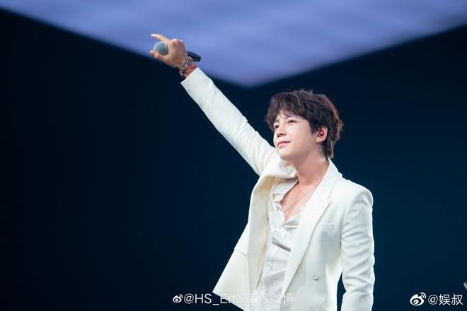 Màn giảm cân gây choáng của Jang Geun Suk khiến Cnet nức nở: Hoàng tử châu Á comeback quá xuất sắc! - ảnh 8