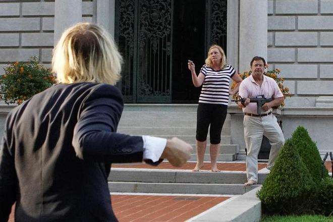 Cặp vợ chồng da trắng rút súng dọa bắn người biểu tình gây tranh cãi cực mạnh, và đây là sự thật đằng sau đó - ảnh 4