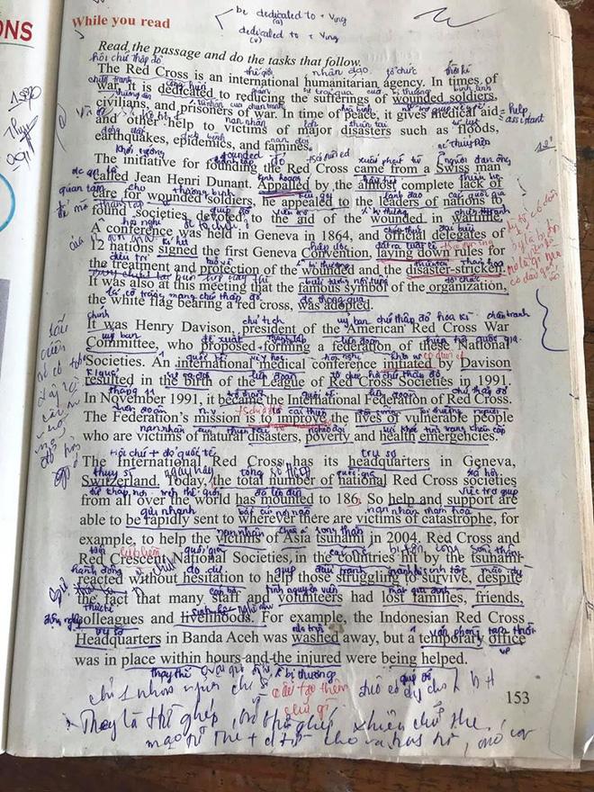 Trang sách chi chít toàn chữ là chữ, nhìn phát biết ngay dân chuyên nào? - ảnh 1