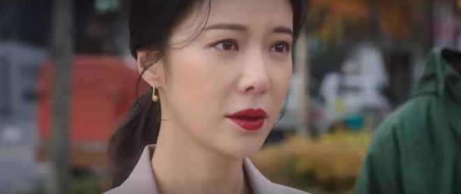 Vừa nhẵn túi vì chơi game, dì hai Hwang Jung Eum bị Diêm Vương tịch thu luôn quán vì tội ăn cắp ở tập 6 Mystic Pop-up Bar - ảnh 11