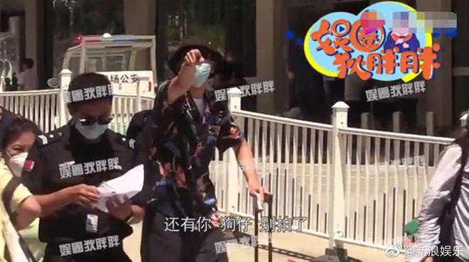 Tranh cãi nảy lửa clip Lý Hiện gào thét, nổi giận hét vào mặt fan tại sân bay khiến người hâm mộ hoảng sợ, chạy tán loạn - ảnh 2
