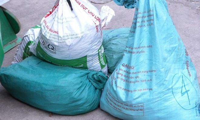 Triệt phá đường dây cả gia đình 3 người hành nghề buôn thuốc nổ ở Quảng Bình - ảnh 2