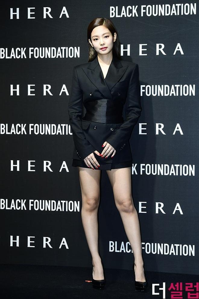 Chẳng có chân dài miên man nhưng Jennie vẫn diện đồ ăn đứt model chuyên nghiệp, công lao lớn thuộc về stylist - ảnh 2