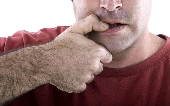 Tại sao nhiều người lúc cần suy nghĩ hay buồn bực lại cắn móng tay? - ảnh 5