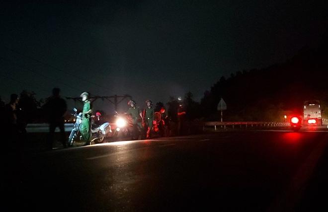 Hàng trăm chiến sỹ cùng chó nghiệp vụ xuyên đêm truy bắt tên sát nhân vượt ngục đang trốn trên đèo Hải Vân - ảnh 10