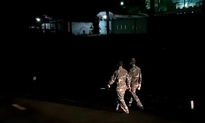 Hàng trăm chiến sỹ cùng chó nghiệp vụ xuyên đêm truy bắt tên sát nhân vượt ngục đang trốn trên đèo Hải Vân - ảnh 3