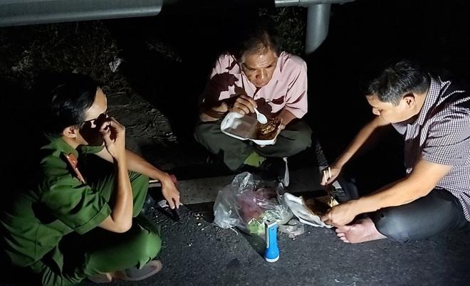 Hàng trăm chiến sỹ cùng chó nghiệp vụ xuyên đêm truy bắt tên sát nhân vượt ngục đang trốn trên đèo Hải Vân - ảnh 9