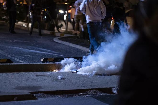 Người Mỹ lại rơi nước mắt trước 1 cái chết gây tranh cãi: Chủ nhà hàng bị cảnh sát bắn hạ trong làn sóng biểu tình, chuyện gì đã xảy ra? - Ảnh 2.