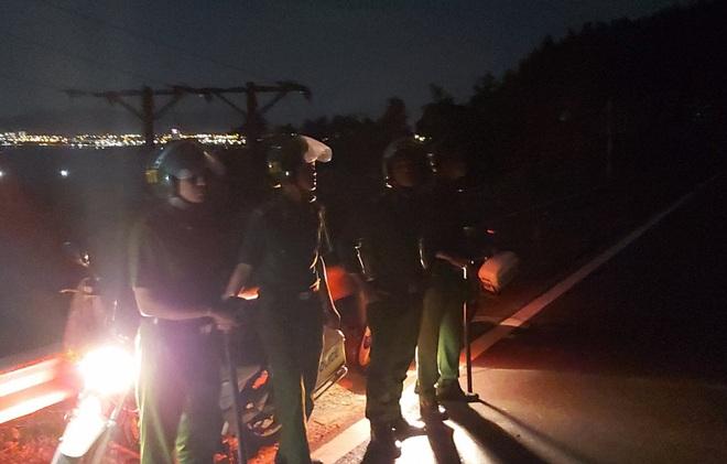 Hàng trăm chiến sỹ cùng chó nghiệp vụ xuyên đêm truy bắt tên sát nhân vượt ngục đang trốn trên đèo Hải Vân - ảnh 2