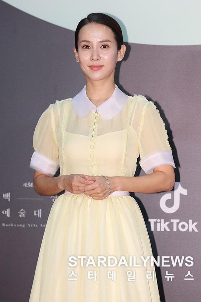 Ác nữ Itaewon Kwon Nara đứng đầu bảng tổng sắp mặc xấu tại Baeksang 2020, kế đến còn có cả loạt mỹ nhân đình đám khác - ảnh 10