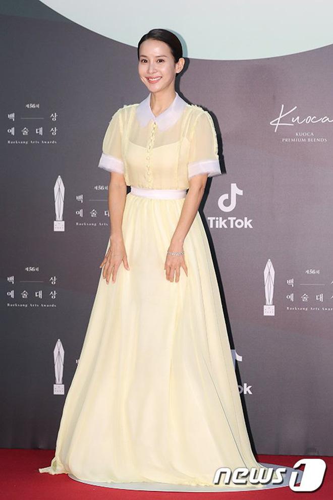 Ác nữ Itaewon Kwon Nara đứng đầu bảng tổng sắp mặc xấu tại Baeksang 2020, kế đến còn có cả loạt mỹ nhân đình đám khác - ảnh 11
