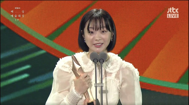 Toàn cảnh Baeksang 2020 hạng mục truyền hình: Hyun Bin - Son Ye Jin hụt hết giải bự, sốc nhất là quả phim hay nhất - ảnh 11
