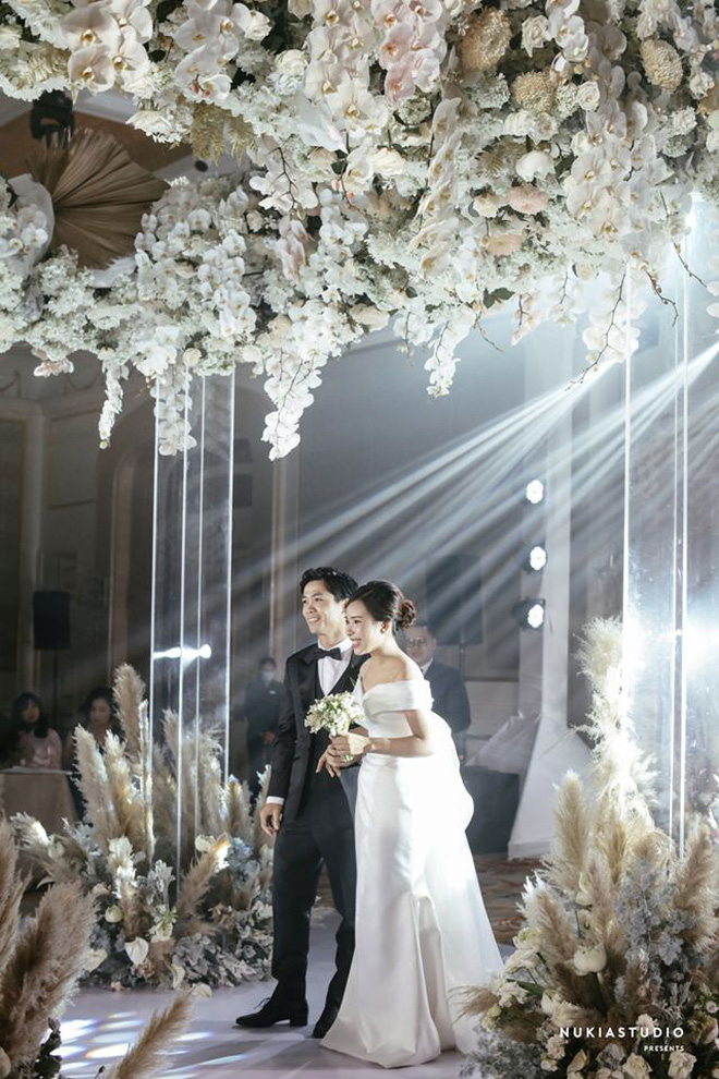 Mãn nhãn với loạt ảnh xinh trong hôn lễ dàn cầu thủ: Duy Mạnh cực đầu tư, Công Phượng giản dị nhưng đầy cảm xúc! - ảnh 25